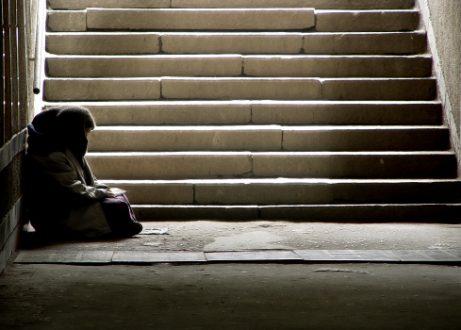 Pourquoi certaines personnes vivent-elles dans la pauvreté ?