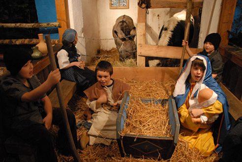 Les enfants, le temple et la dinde