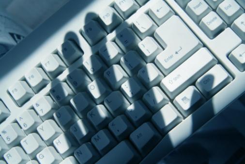 Traçabilité des personnes : surveillance ou protection ?