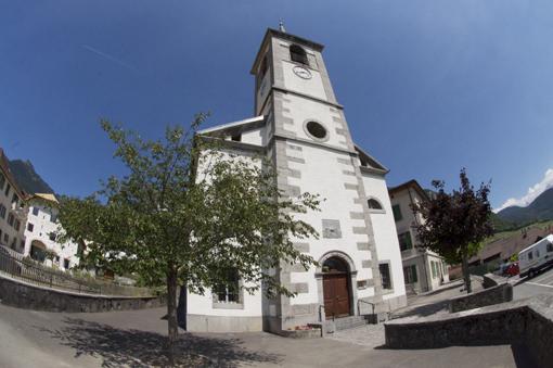 Aigle au fil des églises