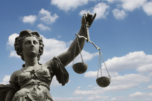 Les paradoxes de la loi