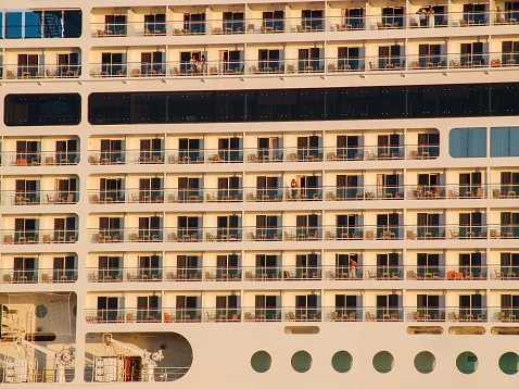 "Le paquebot ""Harmony of the Seas"", une ville flottante artificielle"