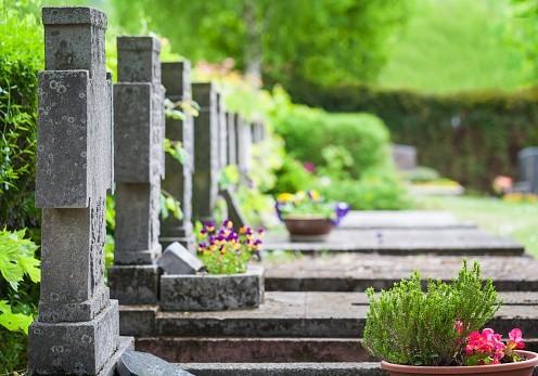 La tombe, un lieu de recueillement éphémère
