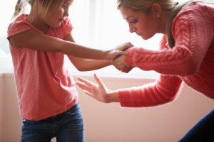La fessée : vraie maltraitance ou simple correction ?