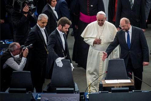 Le Pape doit-il prendre position sur les sujets de société ?