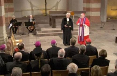 Une célébration de réconciliation entre protestants et catholiques, en présence d'Angela Merkel