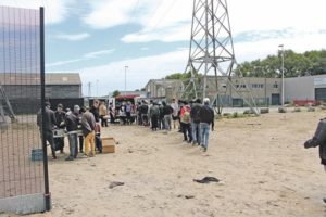 Reportage à Calais, auprès des migrants en survie