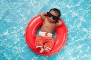 Votre bébé se jette à l'eau ? Oui, mais...