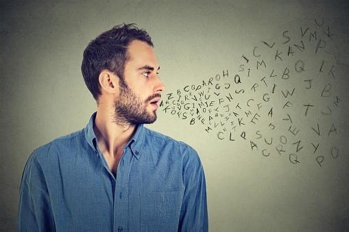 Dialoguer avec moins de mots
