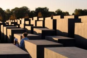 Les visiteurs sur les lieux de mémoire