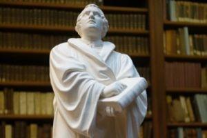 Découvrir Luther, à Paris et en français