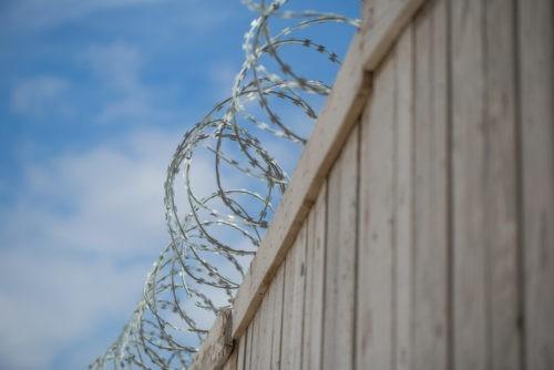 Comment lutter contre la radicalisation en prison ?