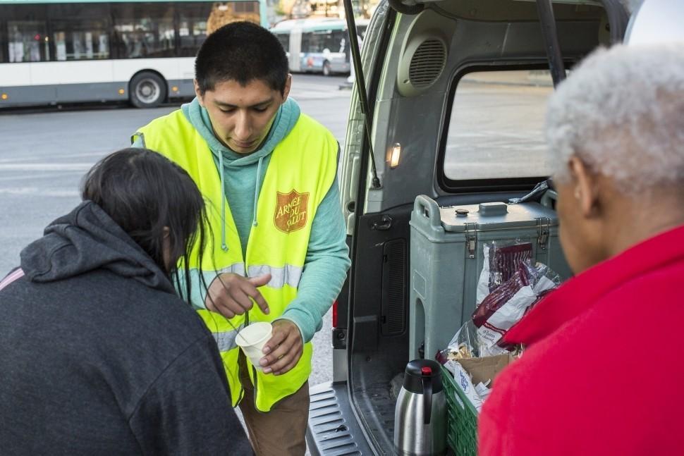 Paris et Lyon : l'Armée du Salut recherche des bénévoles