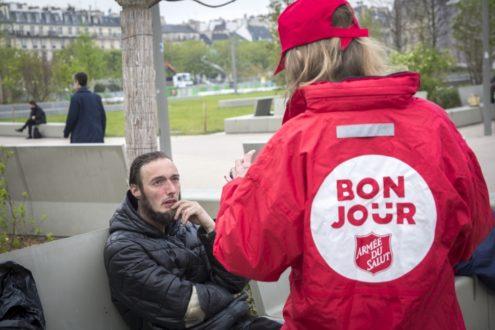 Opération « Bonjour Paris » : distribution de petits-déjeuners aux sans-abris