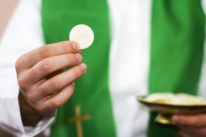 Le Vatican refuse la communion aux conjoints non catholiques