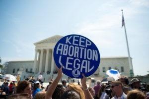 Peut-on encore questionner le droit à l'avortement ?