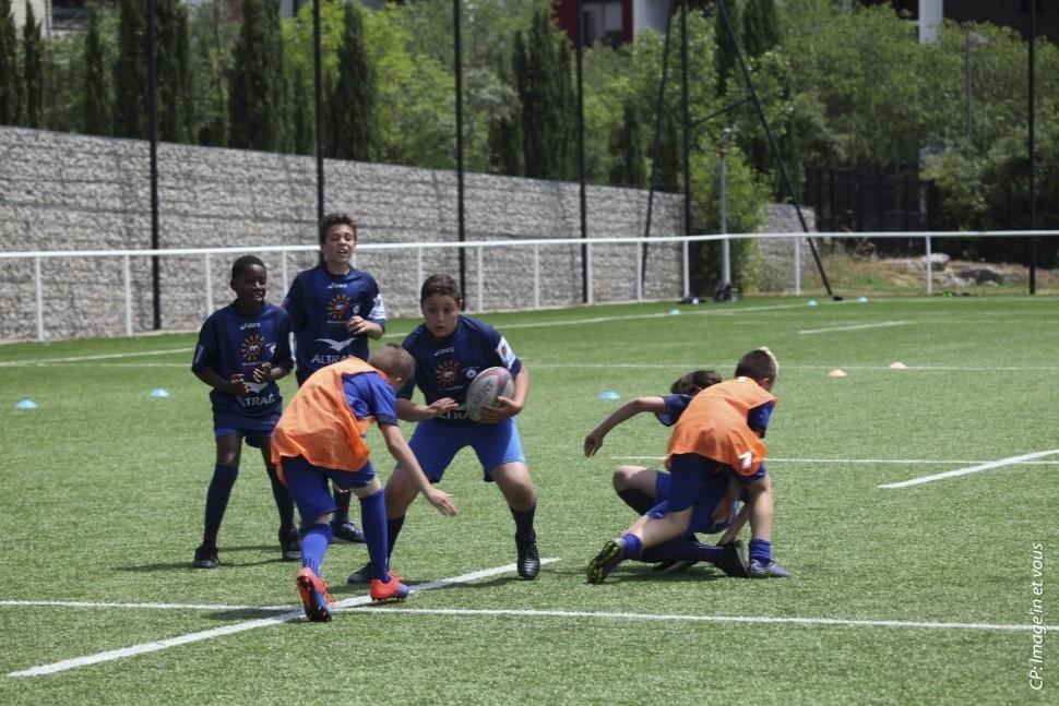 350 jeunes sur un terrain de rugby