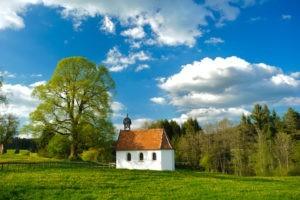 A tous petits pas sur le chemin de l'Église verte