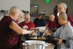 Manger en pleine conscience, un art très zen