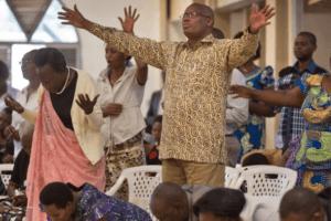 Privés de leurs églises, les fidèles rwandais se rassemblent chez eux