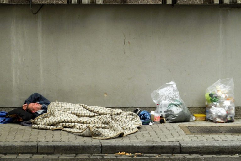 Emmanuel Macron prépare son plan pauvreté