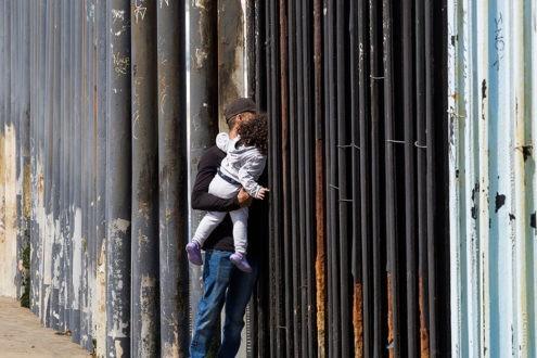 Les migrants de la « caravane » arrivent à la frontière américaine