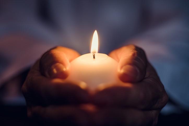 Des cultes en souvenir des personnes décédées ?