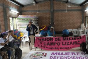 En Colombie, les femmes au front