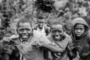 Pourquoi plus d'enfants naissent en Afrique qu'ailleurs ?