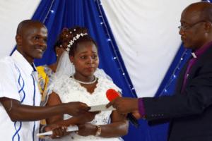Kenya : la polygamie gagne du terrain auprès des chrétiens