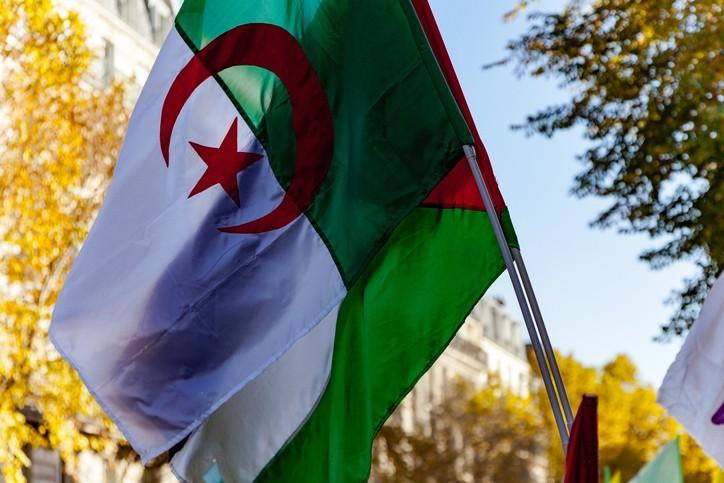 Crise algérienne : la France marche sur des œufs