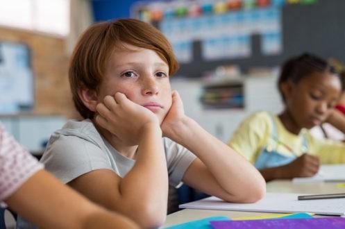 Il s'ennuie à l'école, comment l'aider ?