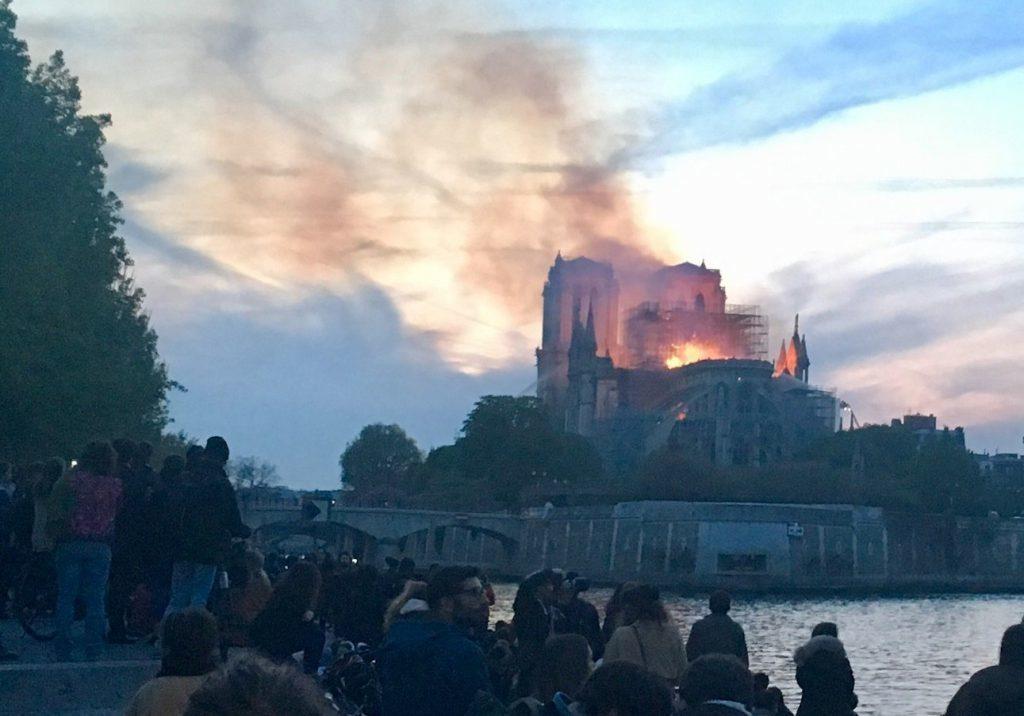 """Incendie de Notre-Dame : """"nos cœurs sont-ils donc de pierre ?"""""""