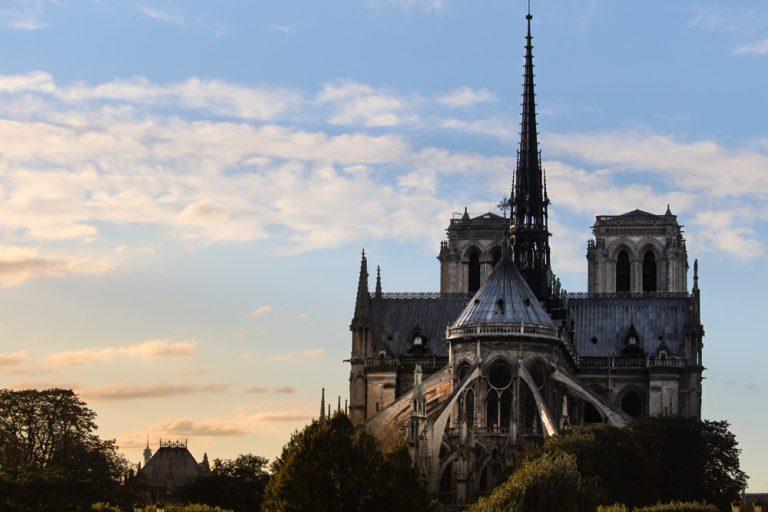Faut-il reconstruire Notre-Dame à l'identique ?