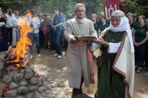 Le boom des rites païens dans les pays baltes