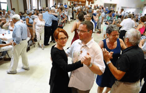 Les Jeudis dansants du curé et de la pasteure