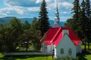 Des églises transformées en salons de tatouage