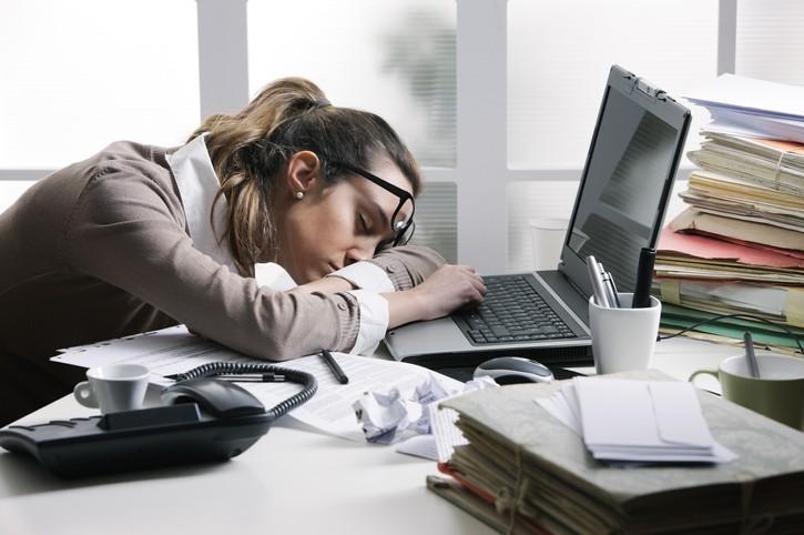 Il m'arrive de dormir au bureau devant mon ordinateur