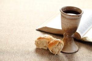 Que veut-on dire par « se préparer pour la Sainte-Cène » ?