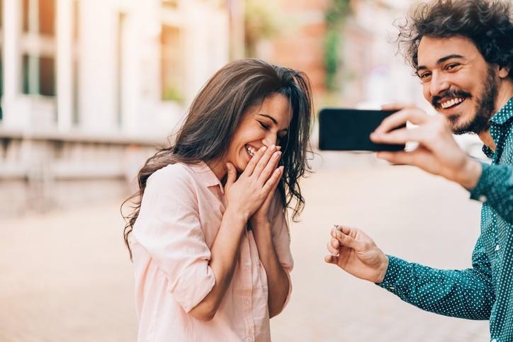 Se fiancer a-t-il encore un sens ?