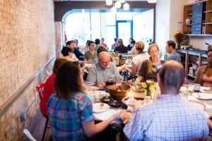 Aux États-Unis, l'Église se vit toujours plus à table