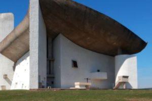 La chapelle de Le Corbusier à Ronchamp (1950-1955)