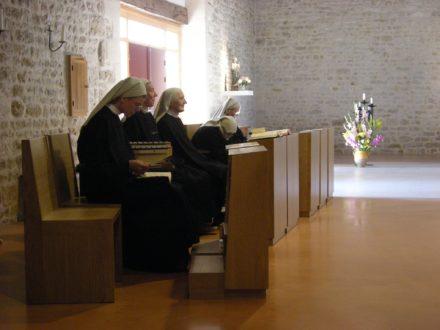 Un monastère bénédictin en pays huguenot