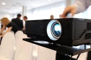 La vidéoprojection, un support pour les cultes