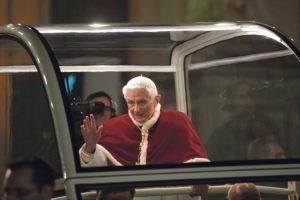 Benoit XVI retire son nom d'un livre sur le célibat des prêtres