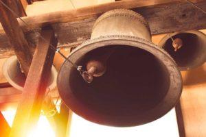 Les cloches des églises sonneront mercredi à 19h30