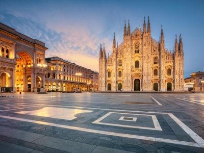 Andrea Bocelli chante dans la cathédrale de Milan