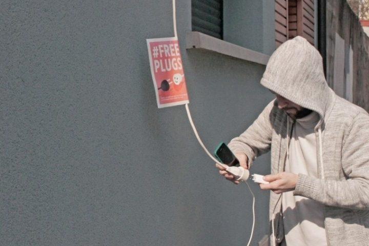 « Free Plugs » : pour que les sans-abris puissent recharger leur téléphone malgré le covid