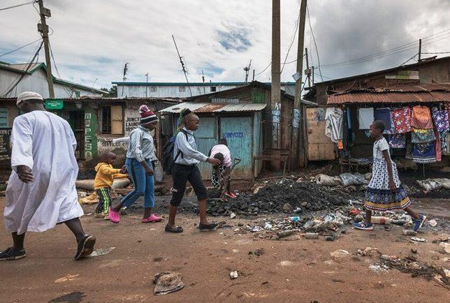 La pandémie révèle les écarts sociaux au Kenya
