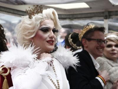 """Dieu est une drag queen"""